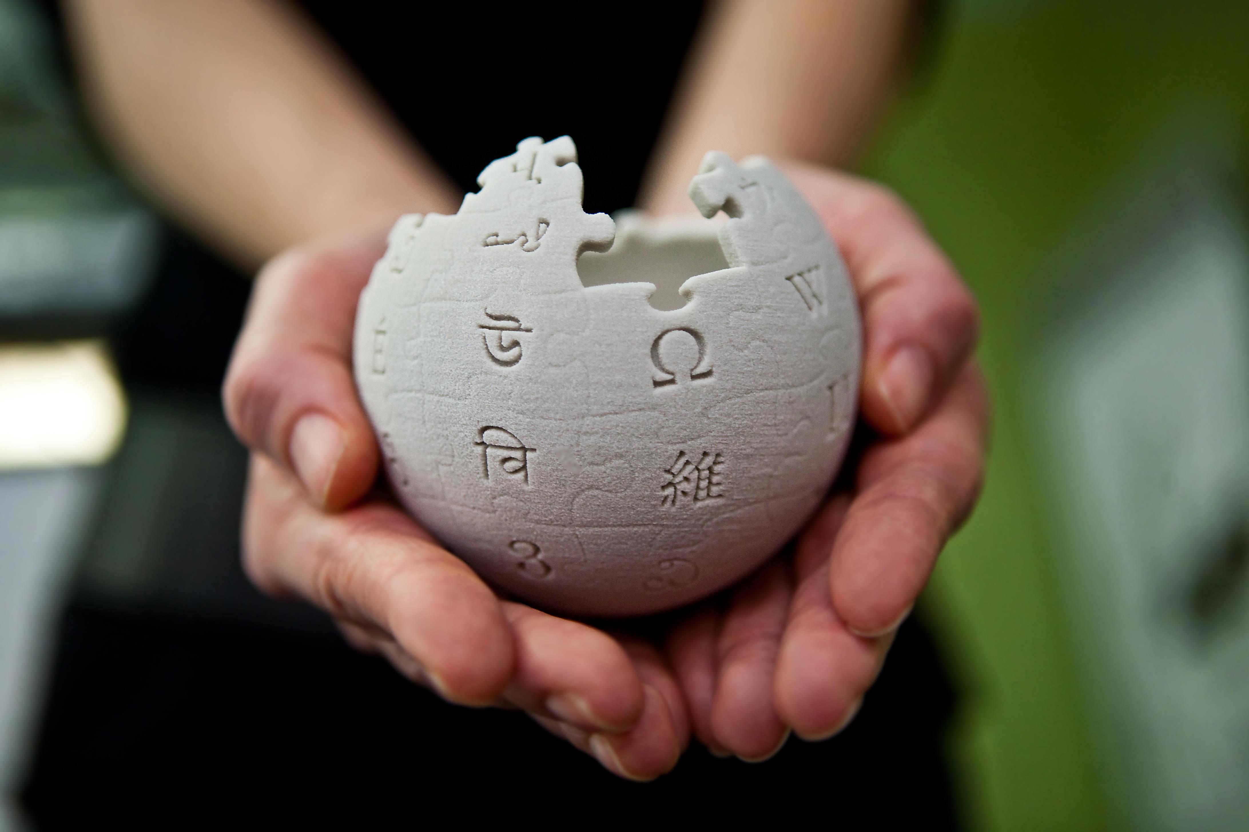 wikipedia_mini_globe_handheld